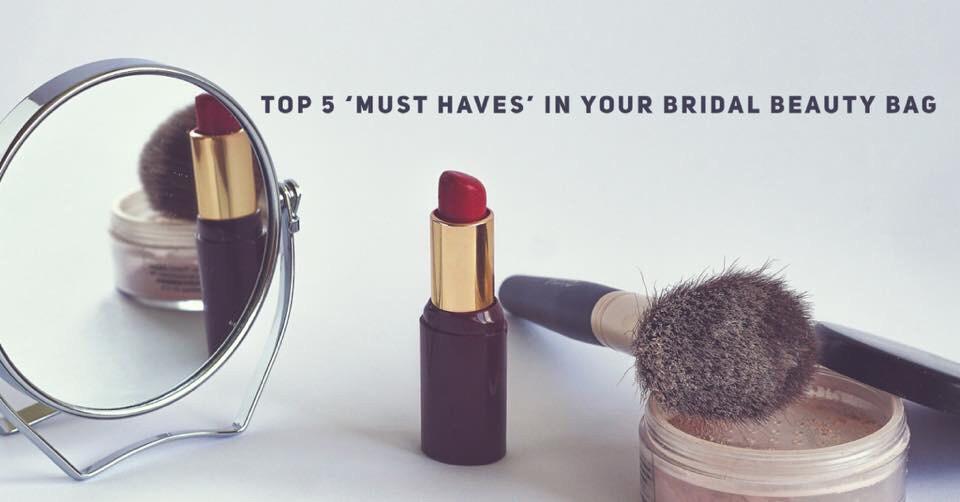 Bridal makeup products for your wedding day - Image courtesy of Unsplash #bridalmakeup #weddingdaytips #bridemakeuptips