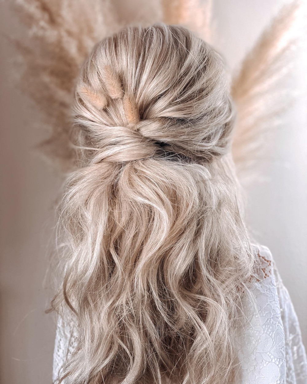 - Make Me Bridal Artist: Claire Jane's Totally Flawless. #halfuphair #boho #texturedhair