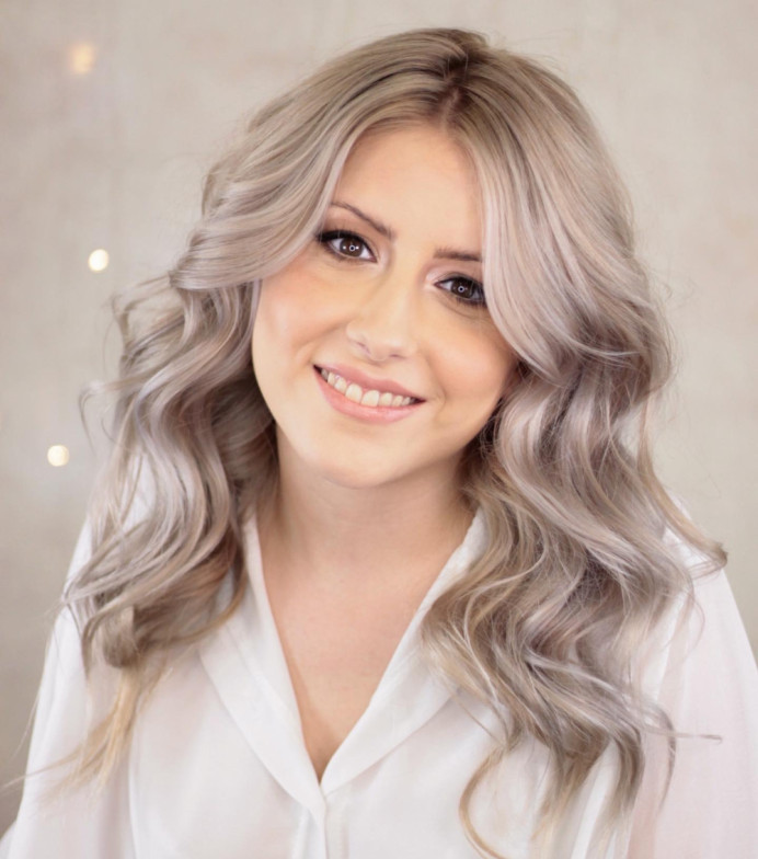 - Make Me Bridal Artist: Claire Jane's Totally Flawless. #hairdown #hollywoodwaves #waves