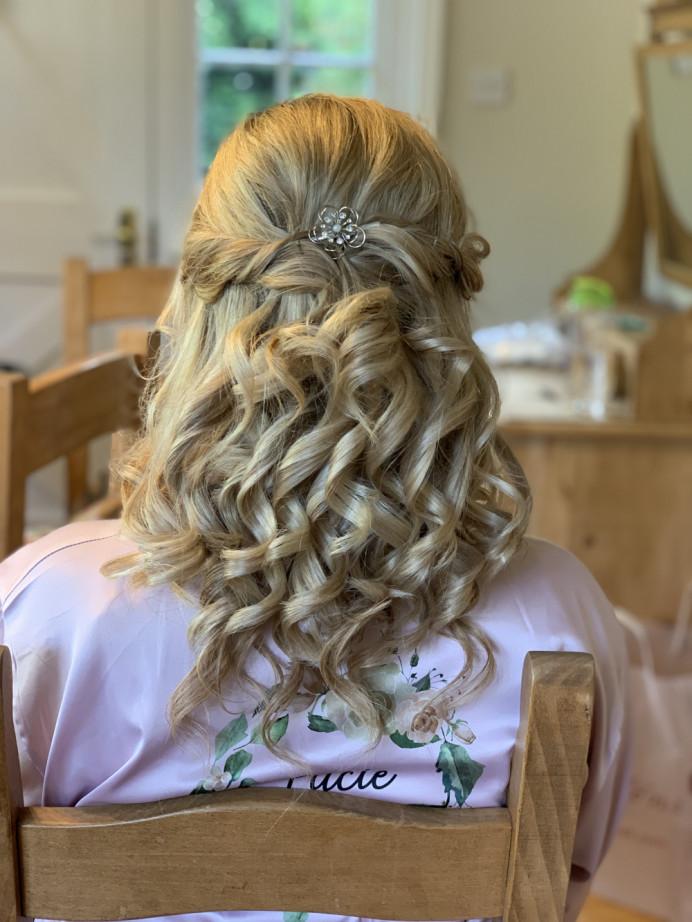 Half up half down wedding hair - Make Me Bridal Artist: Head Turners - Martine Turner. #halfuphair #bridesmaidhair #weddinghair #bridalhairstylist #halfuphalfdown #bridesmaidcurls #blondebride #bridalhair #curls #weddinghairstylist #blonde #princesshair