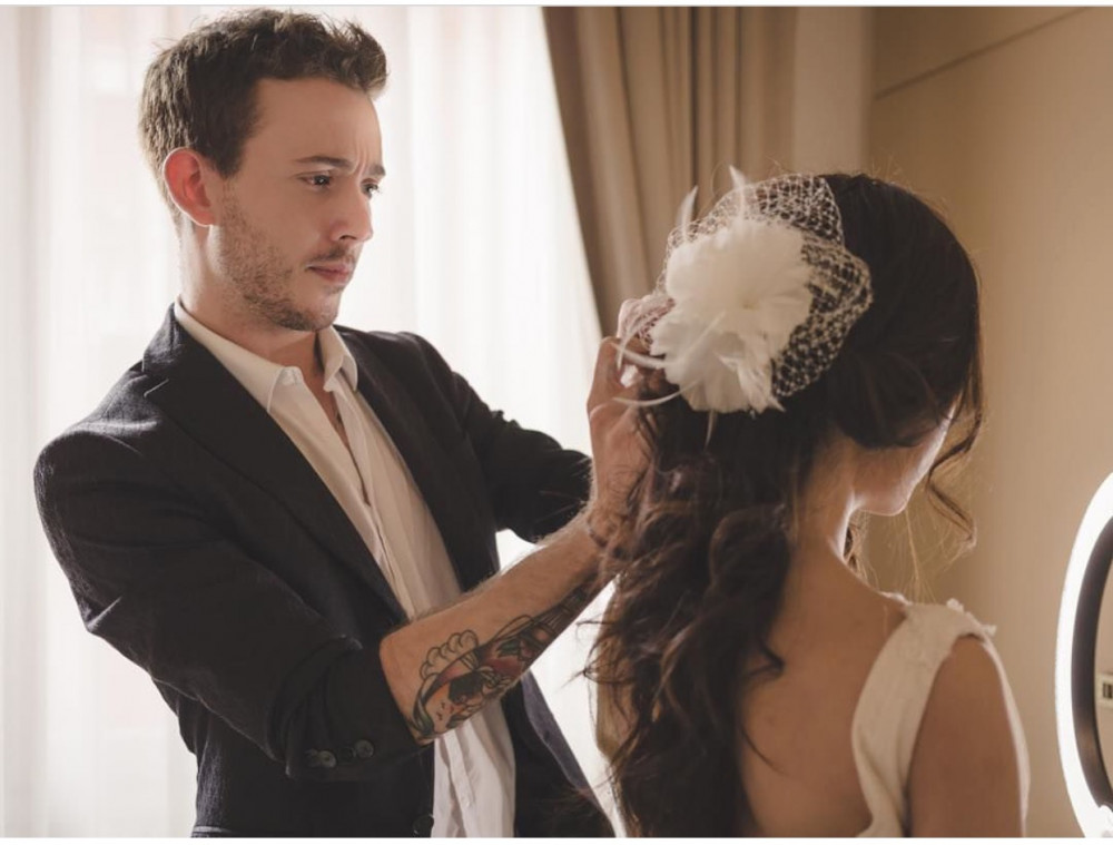 Prepping brides hair before big day (Venice) - Make Me Bridal Artist: Di Luca makeup . Photography by: Me.