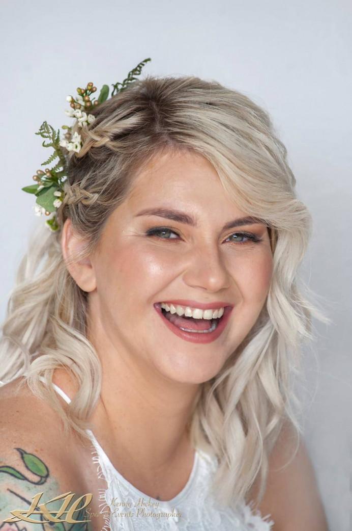 Rock chick but chic bride. - Make Me Bridal Artist: Lauren Garfitt Makeup & Beauty. Photography by: Kenny Hickey. #popofcolour #rocknrollbride