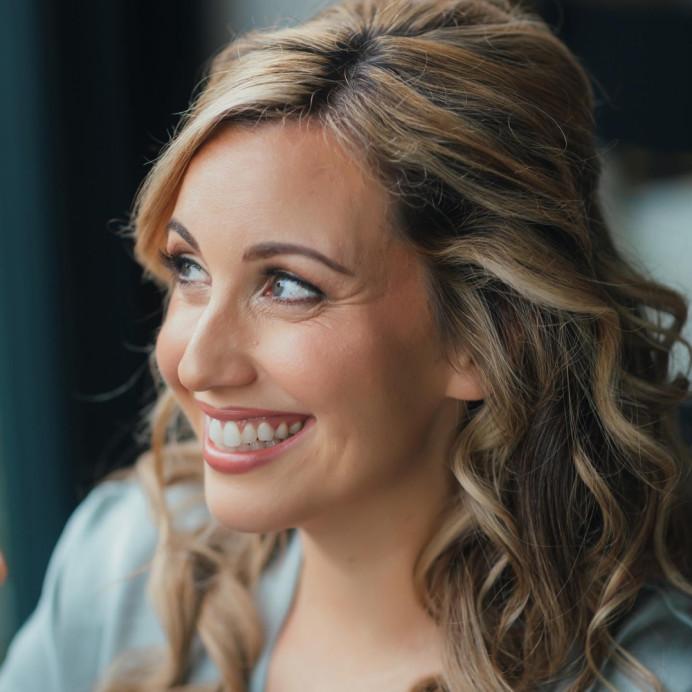 Classic bride at Pembroke Lodge. - Make Me Bridal Artist: Lauren Garfitt Makeup & Beauty. Photography by: Juliaandyou. #beautifulbridalmakeup #classicbride