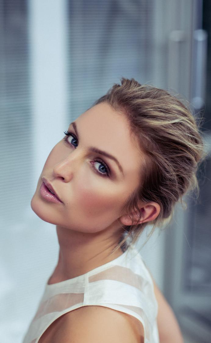 Naturally beautiful bridal makeup x - Make Me Bridal Artist: BEYOU Weddings hair & makeup. #naturalmakeup #blonde #elegant #modernbride #texturedupdo #chicbride