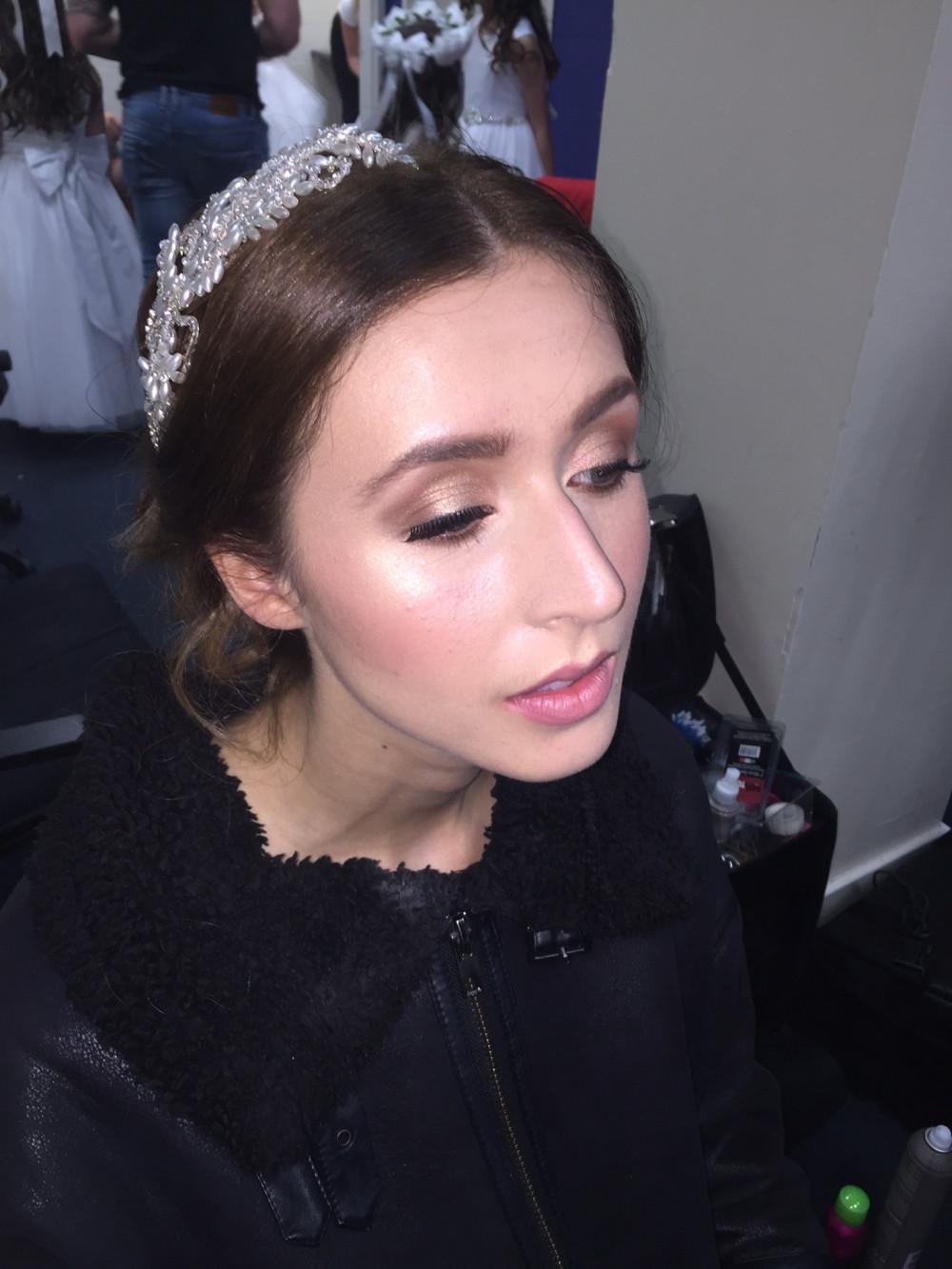 - Make Me Bridal Artist: Lauren Dick makeup artistry.