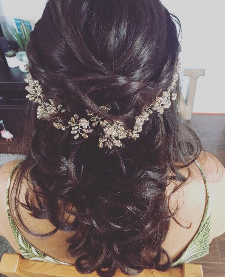 Half up/half down style with accessories - Make Me Bridal Artist: Notanotherstylist . #halfuphair #curls #weddinghair #hairaccessories #extensions