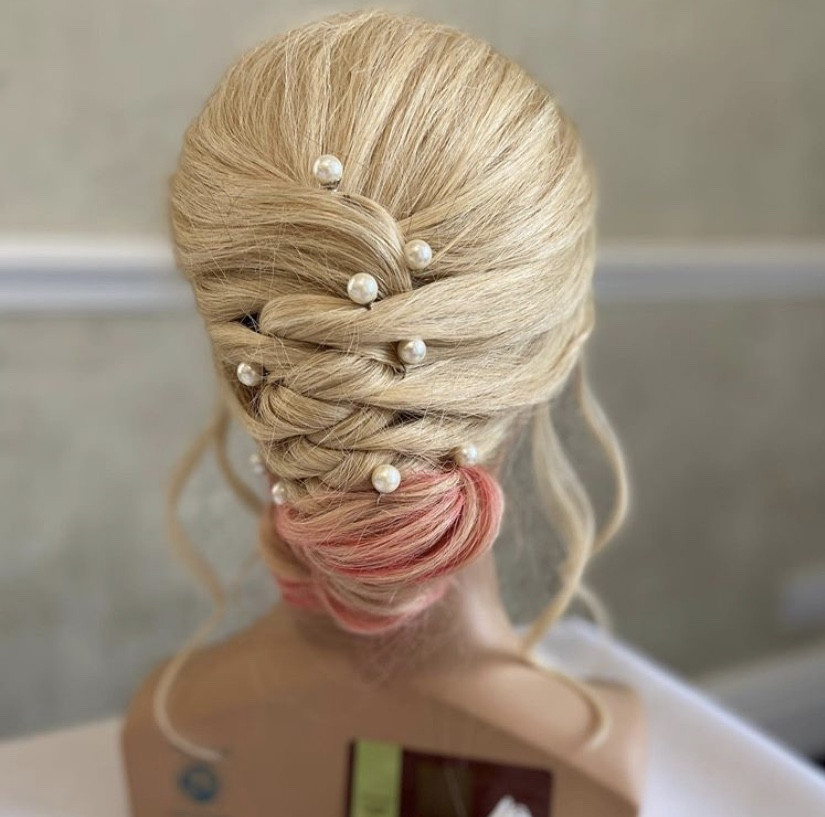 - Make Me Bridal Artist: Weddinghairbyrachael.