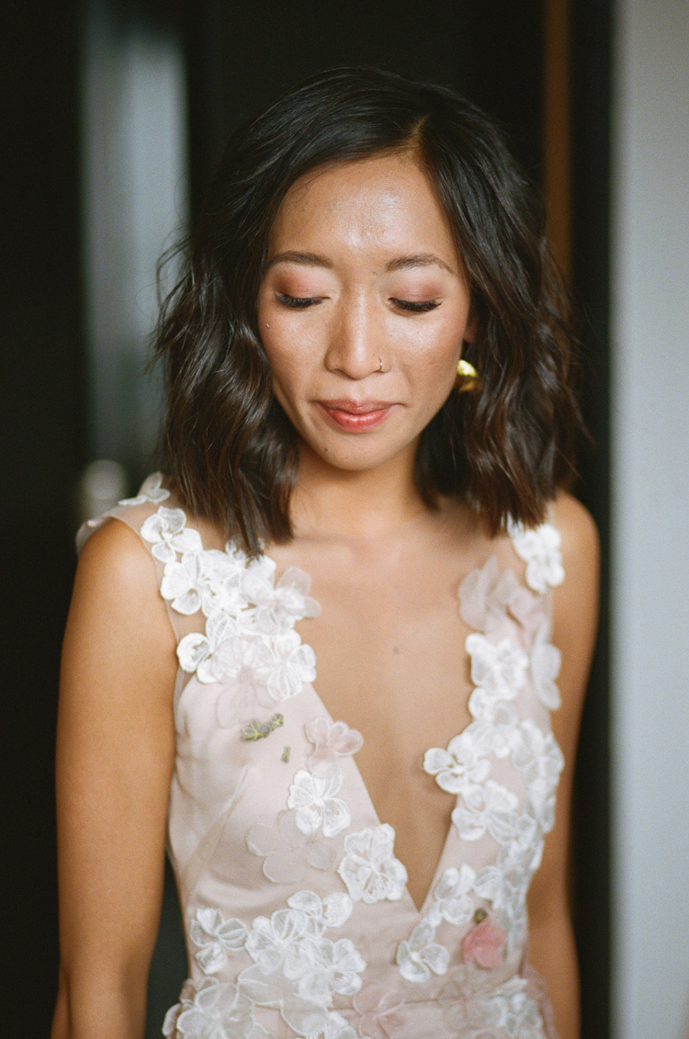 Warm, natural and fresh was the brief for King-Wey on her big day. - Make Me Bridal Artist: Laura Anne Hair & Makeup Designer. Photography by: Jessica Williams. #chinesebridalmakeup #freshmakeup #trendybride #shorthairbride #modernmakeup