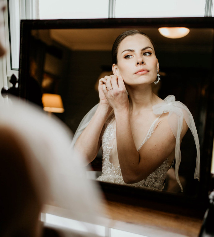- Make Me Bridal Artist: Aston's Makeup and Beauty . Photography by: Doriane Descamps. #classic #vintage #glamorous #naturalmakeup #bridalhairandmakeup #bridalmakeup #bridalmakeupartist #classicmakeup #classichairandmakeup