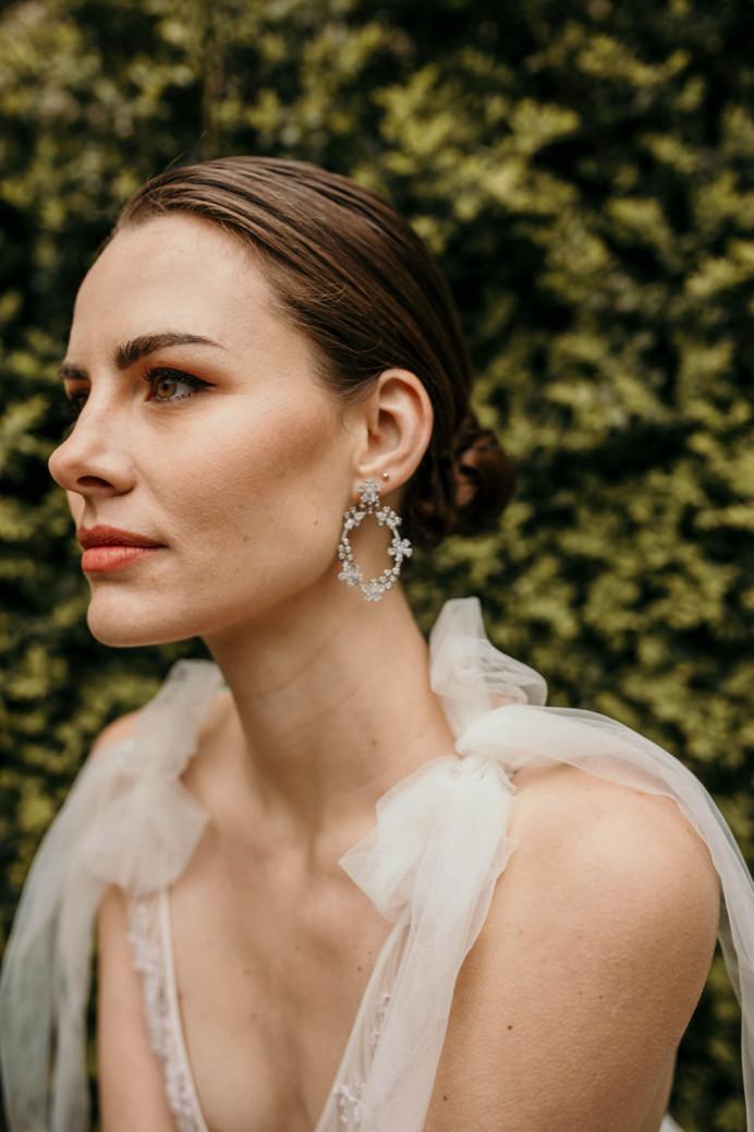 - Make Me Bridal Artist: Aston's Makeup and Beauty . Photography by: Doriane Descamps. #classic #vintage #glamorous #naturalmakeup #hairup #bridalhair #bridalmakeup #bridalhairandmakeup #hairandmakeup
