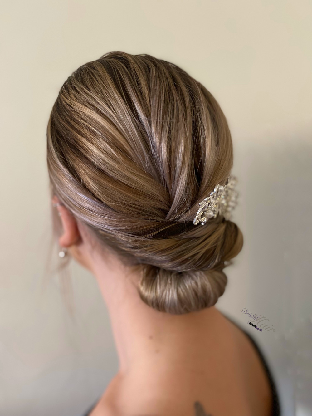 Timeless and elegant low chignon Perfect for brides and bridesmaids - Make Me Bridal Artist: The Hairbook. #classic #bridalhair #updo #weddinghair