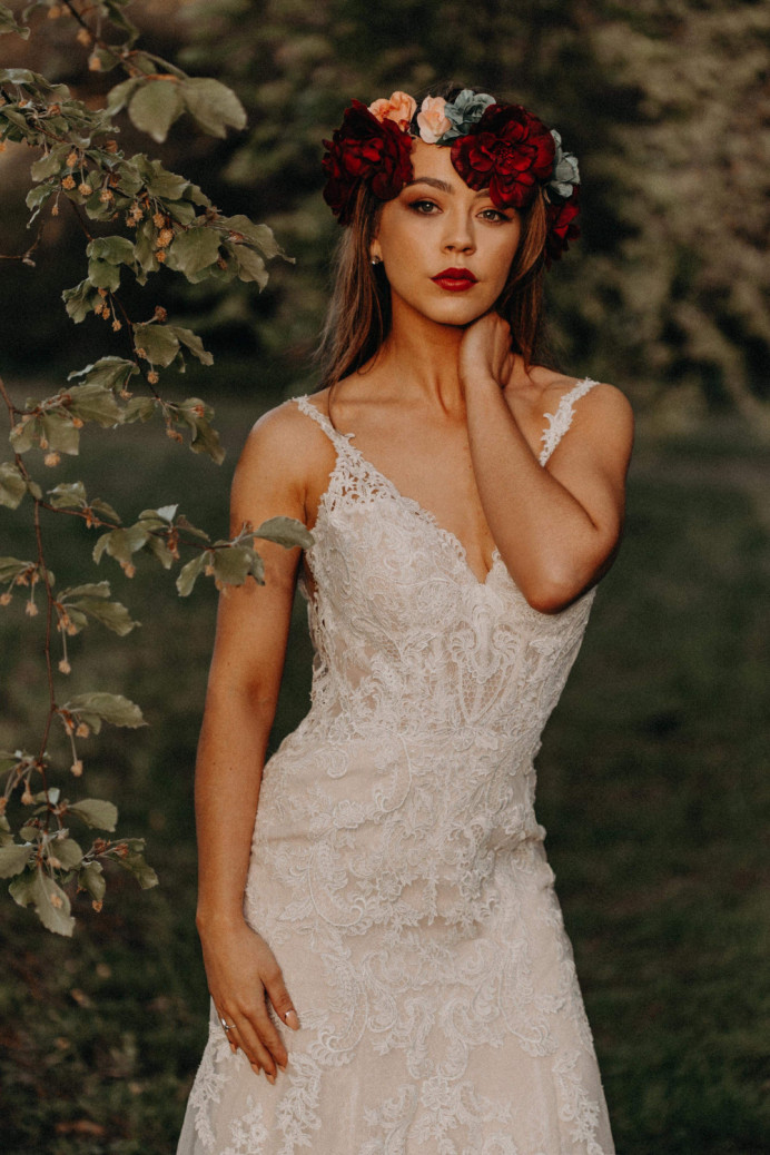 - Make Me Bridal Artist: Hidden Beauty. Photography by: Stacey clarke. #glamorous #flowercrown #woodland