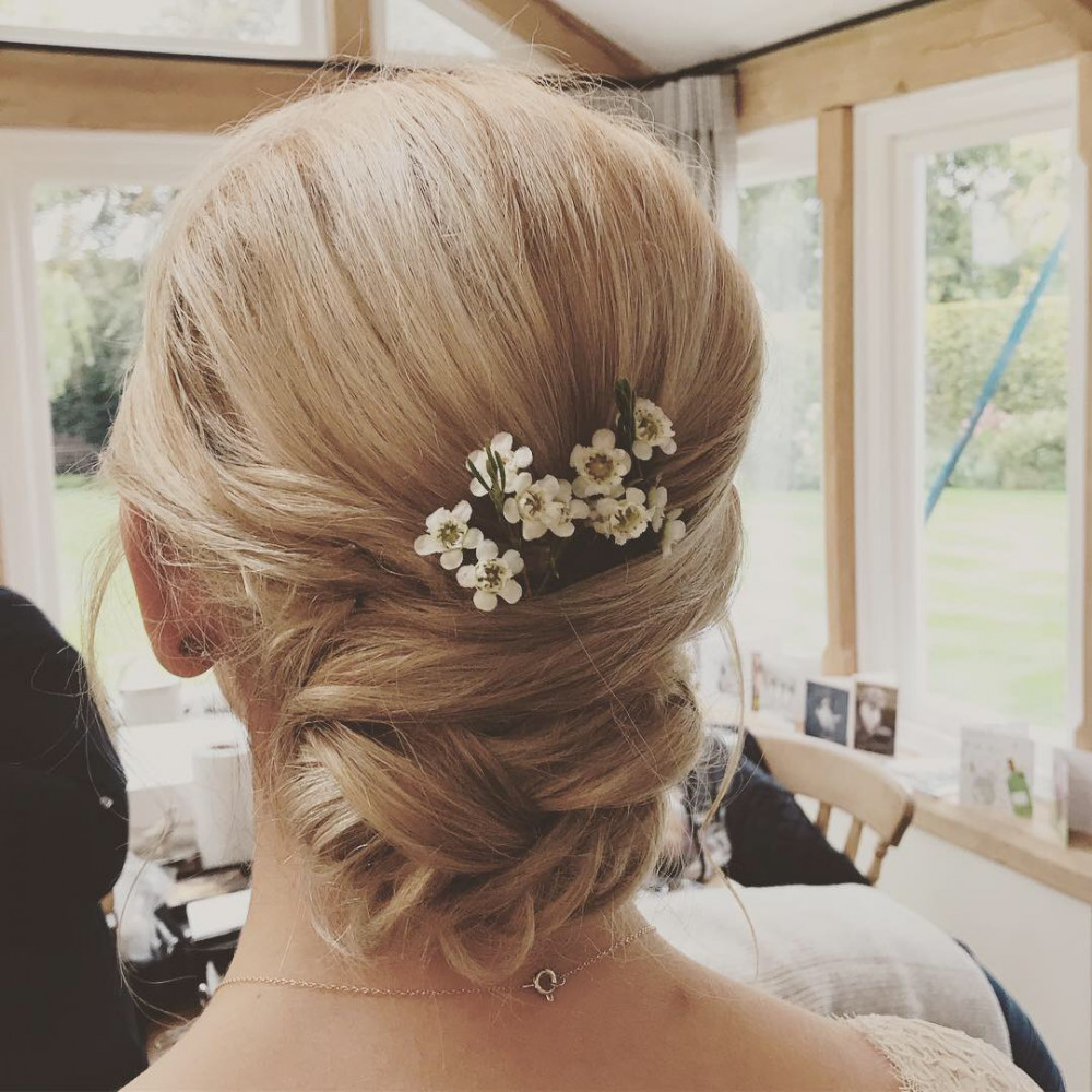 I love the detail that I created in the back which works really well in lighter hair. - Make Me Bridal Artist: Cheveux cimone. #classic #blonde #bridalhair #hairup