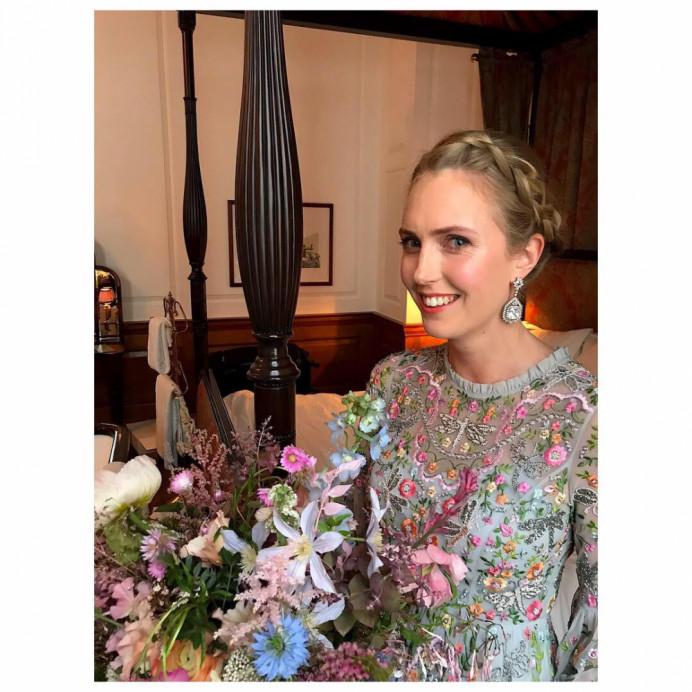 - Make Me Bridal Artist: Cheveux cimone. Photography by: Cimone Guggiari. #bohemian #romantichairup #braidedbridalupdo #flowerhair