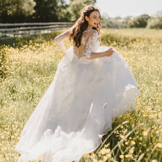 Real bride Katie, totally living her best newlywed life! She wanted very subtle wave/ curls and not quite half up hair with bronze-y, glowy, natural makeup. - Make Me Bridal Artist: Chrys Chapman. Photography by: Amy Lou. #romantic