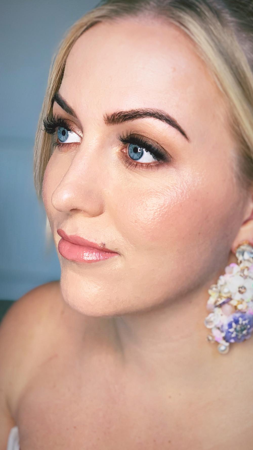 A gorgeous smokey eye and pink lip! Classic! - Make Me Bridal Artist: Rachel Lindsey MUA. Photography by: Me! . #bohemian #springwedding #autumnwedding #prettymakeup