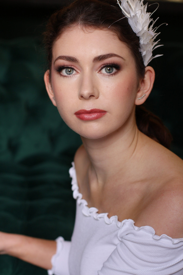 Ballerina style look! Perfectly applied makeup! - Make Me Bridal Artist: Rachel Lindsey MUA. Photography by: Me!. #elegant #glowingskin #feather