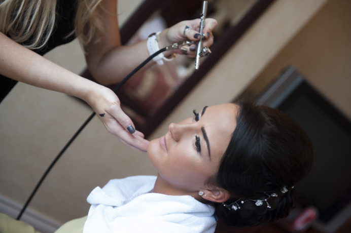 Lee O'D Makeup & Hair offers airbrush makeup application, alongside traditional makeup application. Airbrush makeup is also great for covering tattoos. - Make Me Bridal Artist: Lee O'D Makeup & Hair. Photography by: Nigel Copcutt. #bridalmakeup #weddingmakeup #airbrushmakeup #hairup #brunettebride