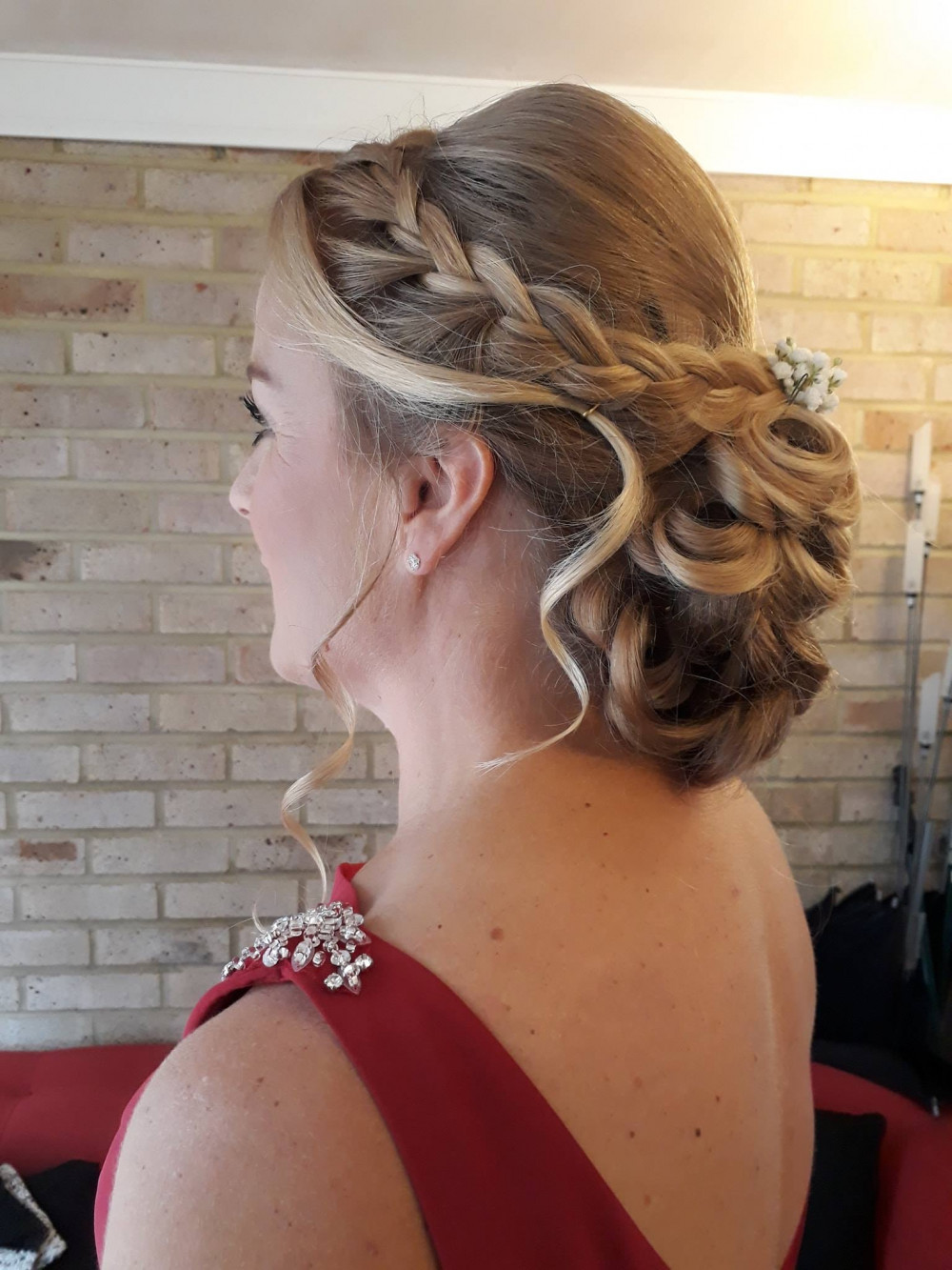 - Make Me Bridal Artist: Blushing Brides Wedding Hair & Make up.