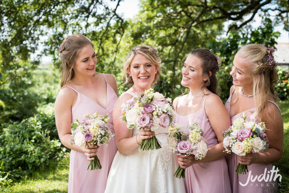 - Make Me Bridal Artist: Katie Hunt Makeup Artist. Photography by: Judith Parkyn Photography. #bohemian #boho #bridalmakeup #naturalmakeup #bridalmakeupartist #weddingmakeup #bohobride #naturalbride #weddingmakeupartist