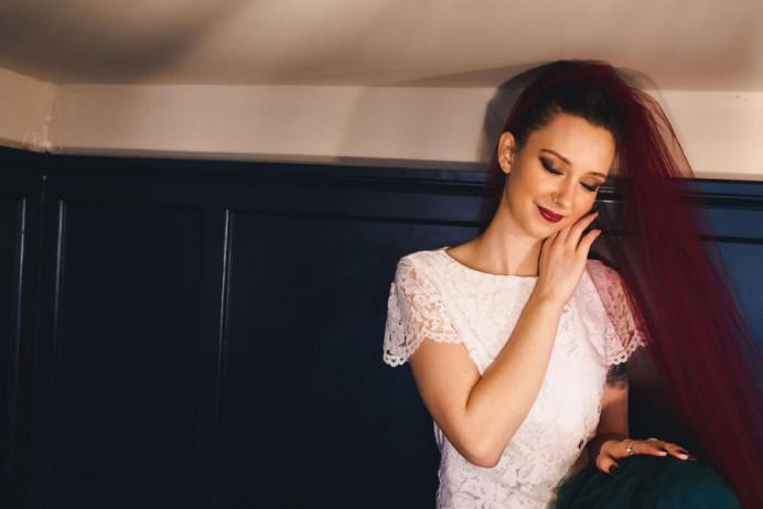 - Make Me Bridal Artist: Toni Searle Beauty. Photography by: Claire Bemister. #smokeyeyes #weddinghairandmakeup #smokeyeye #boldlip #rockchick #texturedupdo #boldeyes #bridalmakeup #rocknrollbride #edgybride #alternativebride