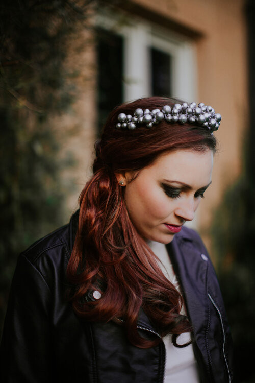 - Make Me Bridal Artist: Toni Searle Beauty. Photography by: Indiego Photography. #smokeyeyes #weddinghairandmakeup #smokeyeye #rockchick #boldeyes #relaxedstyle #bridalmakeup #rocknrollbride #edgybride #alternativebride