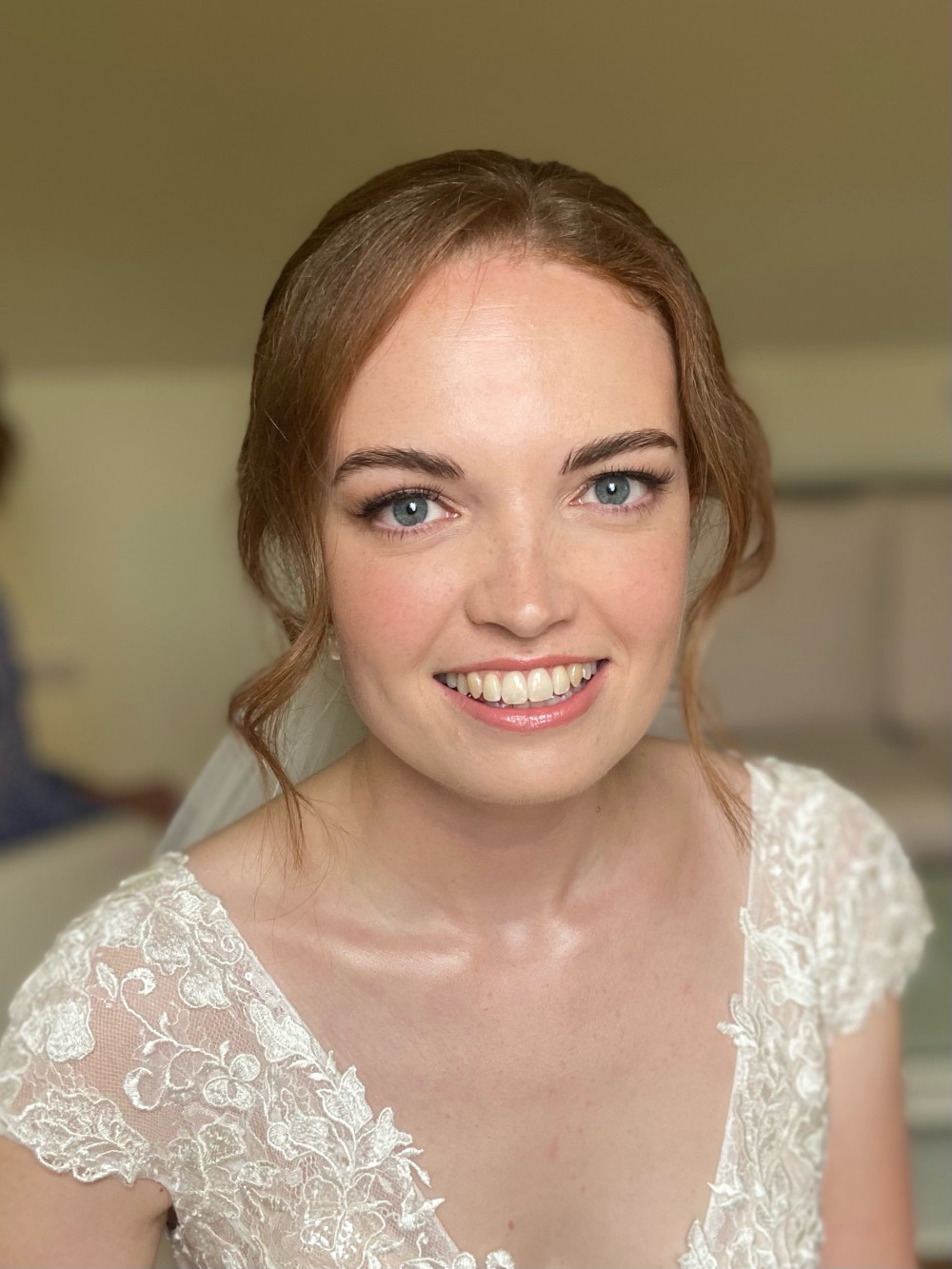 Fresh, glowing, natural bridal makeup and textured wedding hair. - Make Me Bridal Artist: Jessica Makeup and Hairstyling. #naturalmakeup #bridalmakeup #glow #weddinghair #bridalhair #perfectmakeup #bridalhairandmakeup #elegantmakeup #romantic #glowingskin #freshmakeup #hampshiremakeupartist #weddingmakeupartisthampshire #hampshirehair #hampshirewedding #hairartisthampshire