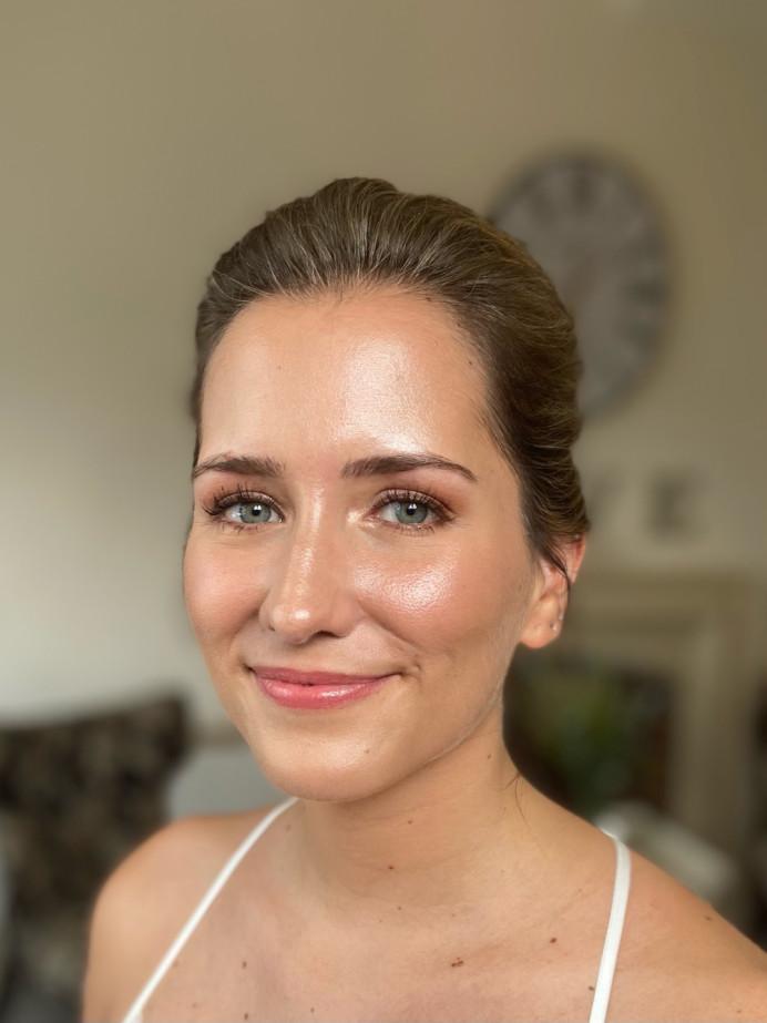 Glowing bridal makeup and pinky tones eyes. - Make Me Bridal Artist: Jessica Makeup and Hairstyling. #glow #naturalmakeup #glowingskin #freshmakeup #naturalweddingmakeup #surreymakeupartist #hampshiremakeupartist #weddingmakeupartisthampshire #weddingmakeupartist #hampshirehair #surreyhair