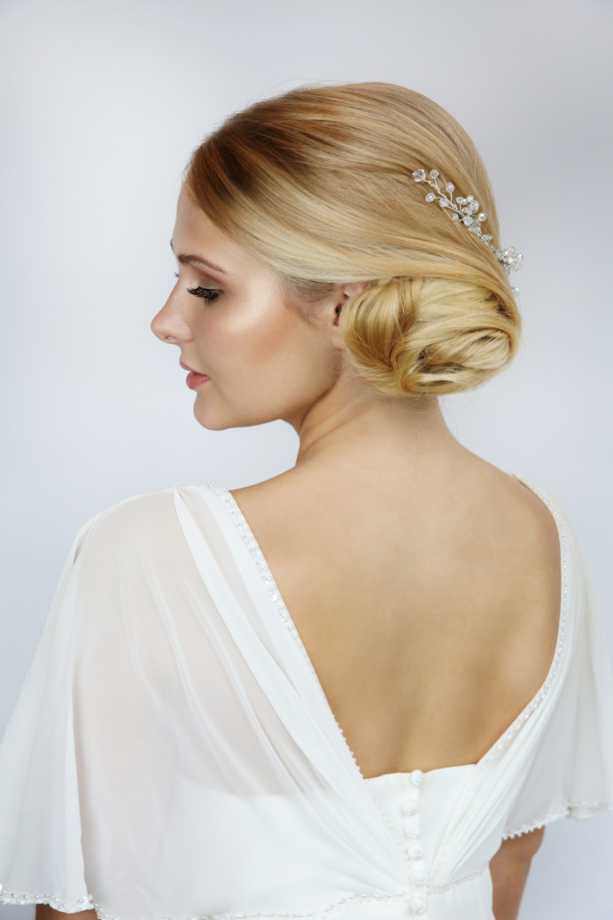 - Make Me Bridal Artist: Sarah Patterson Hair and Make Up Artist. Photography by: Julia Holland.