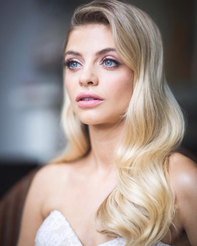 Make up www.nadiaharpermua.com - Make Me Bridal Artist: Gavin Harvie Hair. Photography by: Rlcampbell. #classic #vintage #glamorous #glambride #hollywoodwaves #longhair #loosewaves #blondebride #redcarpet