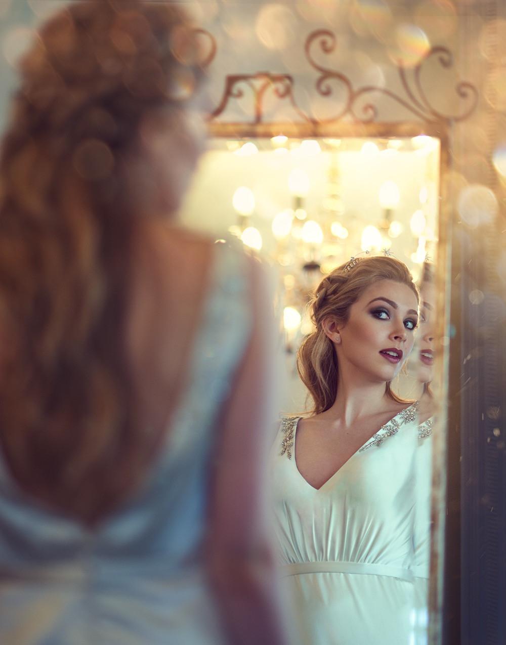 Venue: Warbrook house  Dress: Tillymint weddings Accessories: Wilde Bride Hair & Makeup: me - Make Me Bridal Artist: Melissa Clare Makeup & Hair. Photography by: Natalia D'ark. #glamorous #halfuphair #contoured