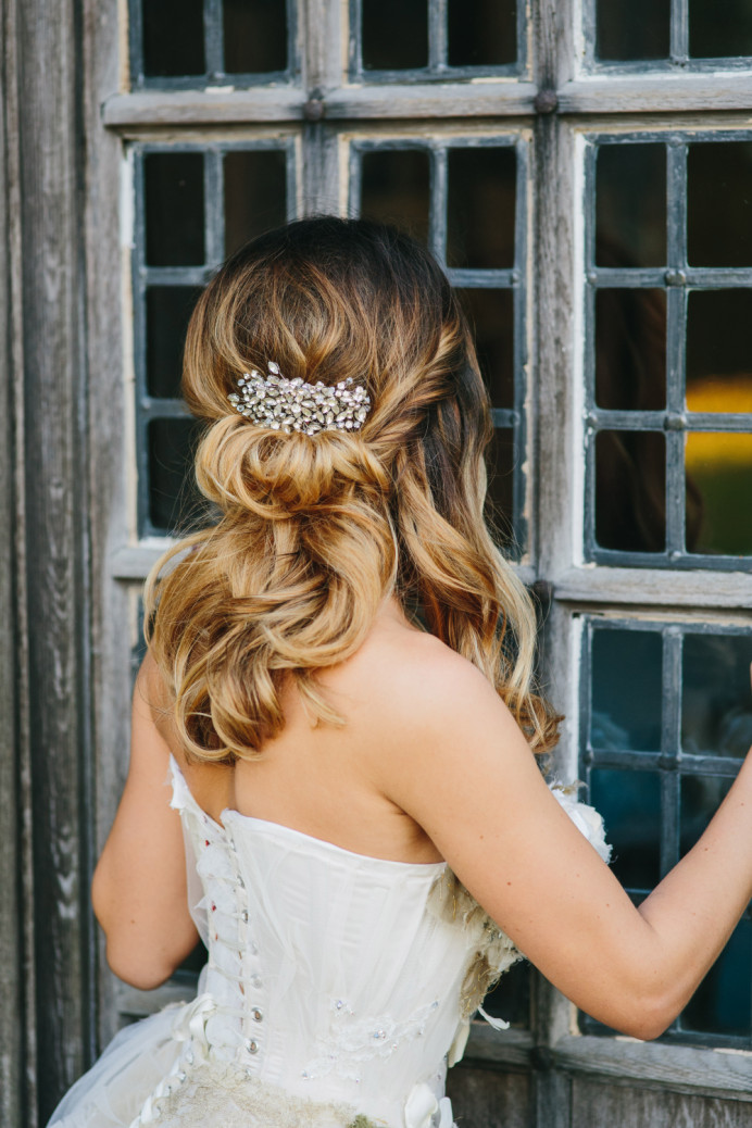 soft curls and Half up hair roll with accessory - Make Me Bridal Artist: The studio effect . Photography by: richard wakefield. #halfuphair #bridalhair #softupdo #countrywedding #softcurls #rustic #countrychic #freshflowers