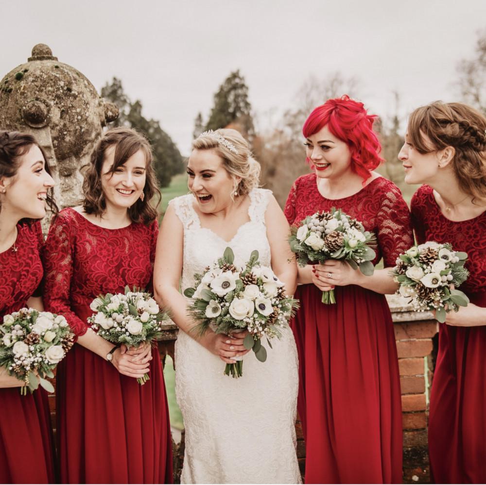 Bride and Bridesmaids makeup - Make Me Bridal Artist: The studio effect . Photography by: Alistair Jones. #glamorous #naturalmakeup #bohobride #bridalmakeupartist #bridesmaidsmakeup #countryside #bridesmakeup #enhancingmakeup