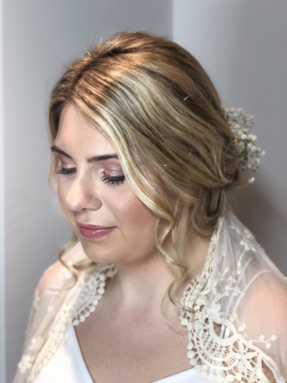 soft and romantic hair and makeup with a vintage hand me down veil - Make Me Bridal Artist: The studio effect . Photography by: abbie wiggins. #romantichairup #romantichair #softmakeup #highlighting #vintageveil