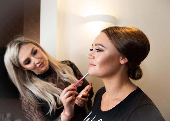 Vanessa getting her final lip touch up x - Make Me Bridal Artist: Amy Collins Makeup Artist . Photography by: Rhian Grayson. #classic #perfectmakeup #charlottetilbury #bridalprep #romantic #highlight #behindthescenes