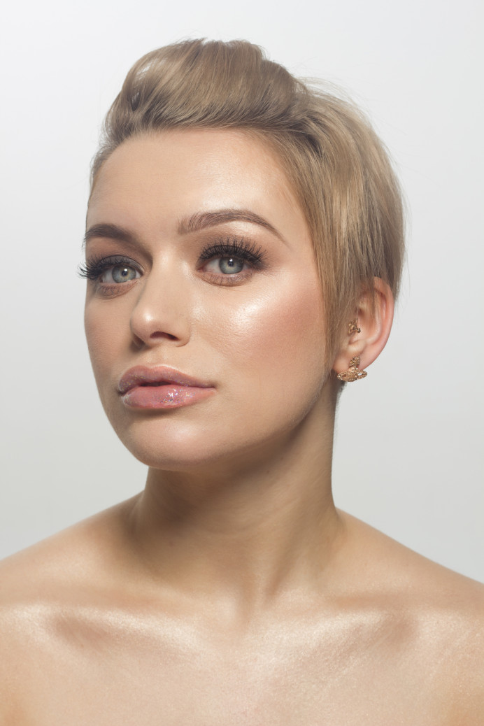 A soft modern bridal look for the fashion conscious bride - Make Me Bridal Artist: Amy Collins Makeup Artist . Photography by: myself . #classic #naturalmakeup #glow #softmakeup #flawlessskin