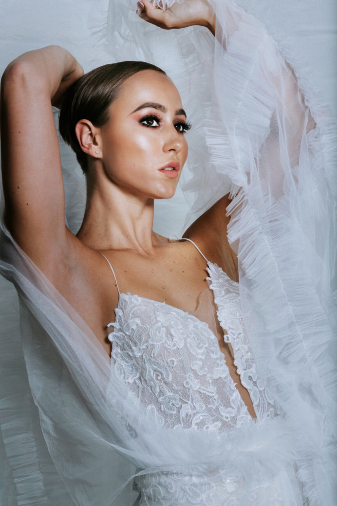 Editorial style wedding makeup for a campaign for Hummingbird Bridal Studio - Make Me Bridal Artist: Amy Collins Makeup Artist . Photography by: Sarah Plume.