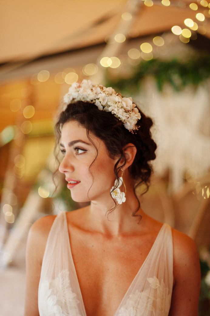 - Make Me Bridal Artist: Lolo & Co.. Photography by: Jess Littlewood. #flowercrown