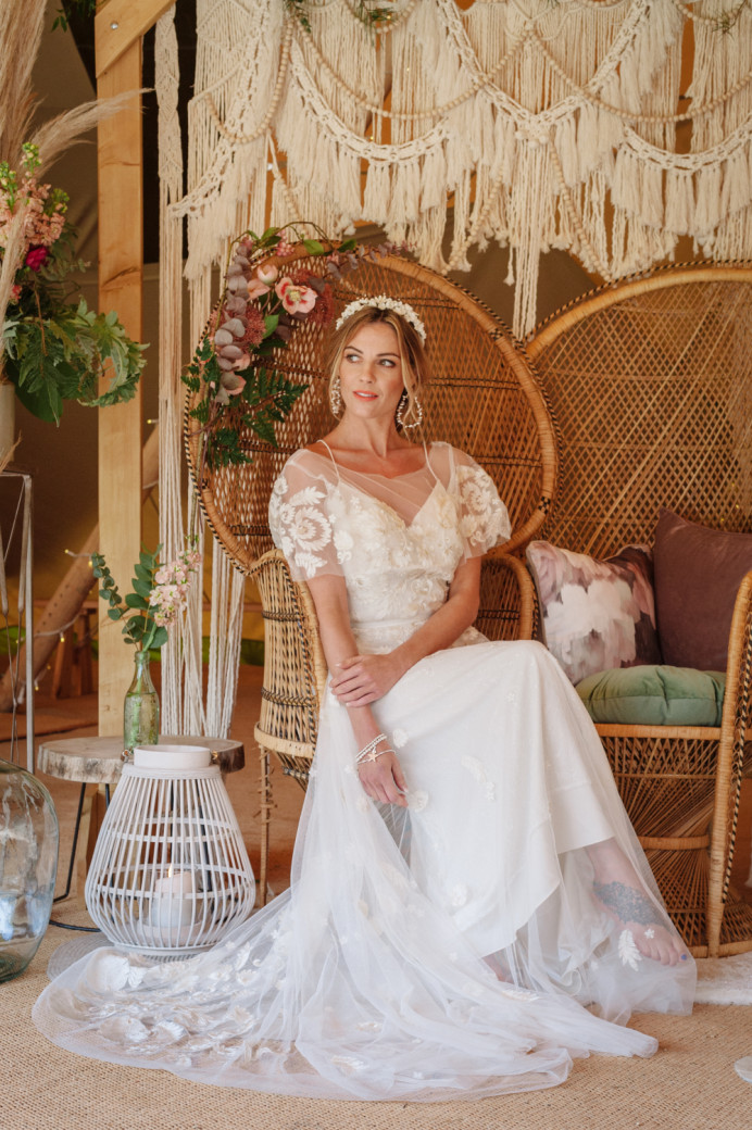 - Make Me Bridal Artist: Lolo & Co.. Photography by: Jess Littlewood.