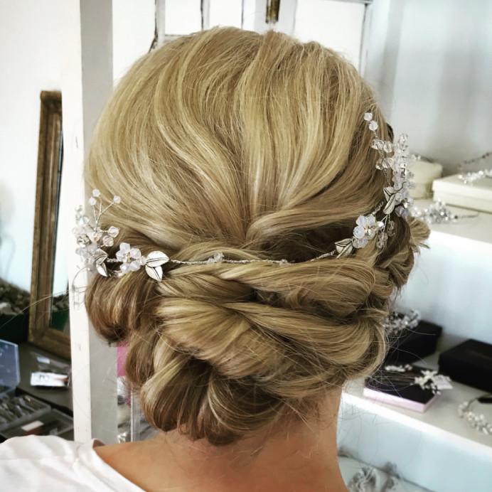 - Make Me Bridal Artist: Lolo & Co.. Photography by: Jennifer Lo. #boho #updo #relaxedupdo #looseupdo #relaxedhairup #texturedupdo