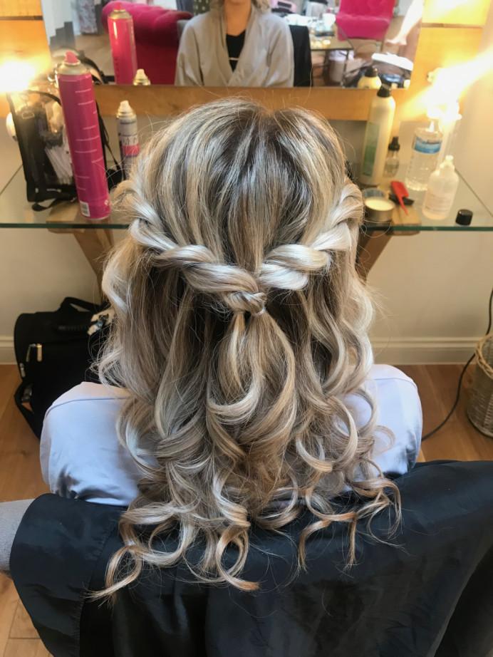 - Make Me Bridal Artist: Lolo & Co.. Photography by: Jennifer Lo. #bridesmaidhair #halfuphalfdown #twistedupdo #twisteddowndo