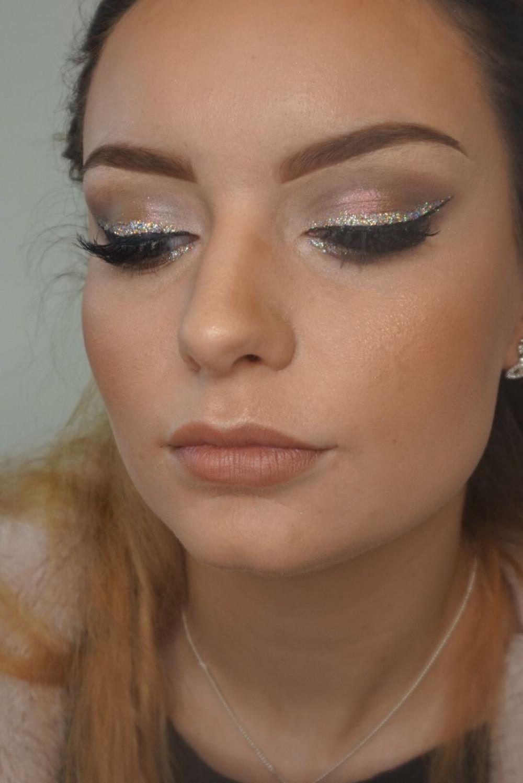 - Make Me Bridal Artist: Helen Silver - Make-up & Beauty.