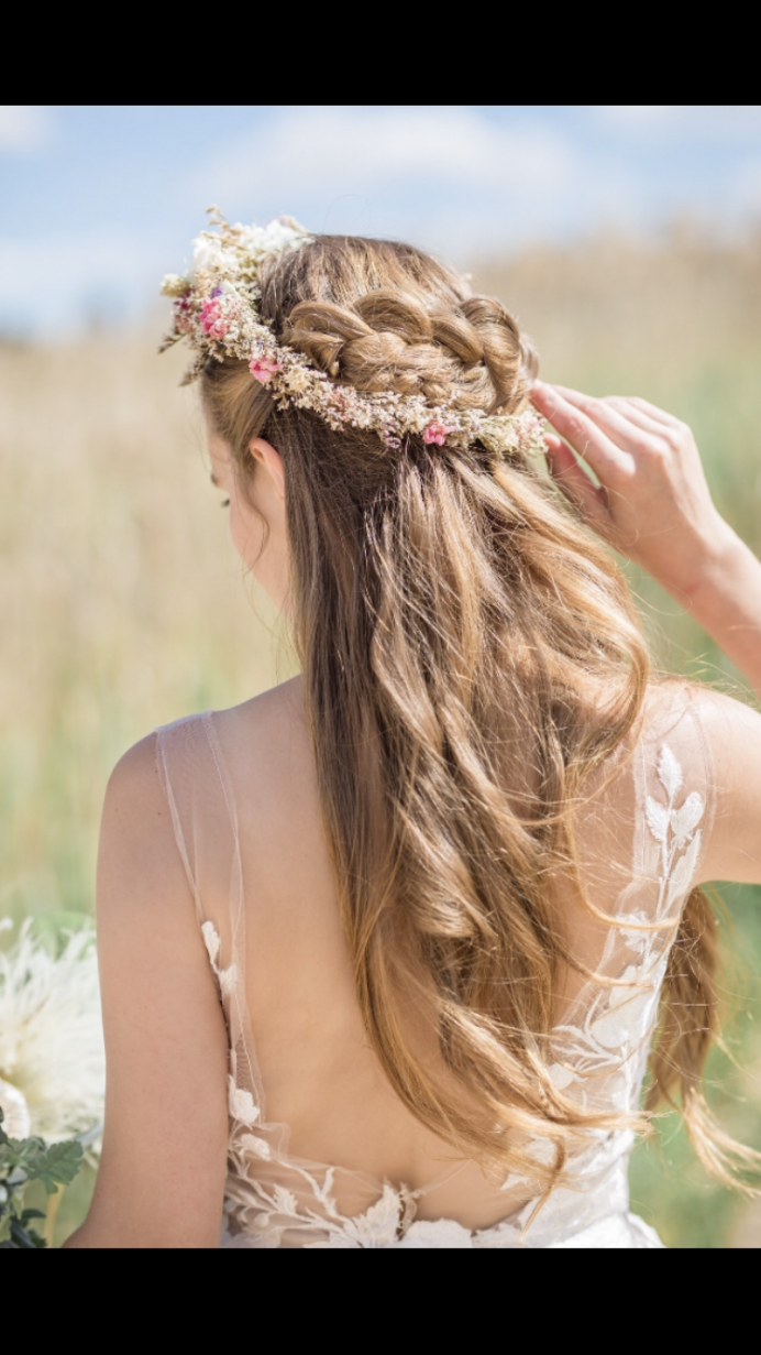 - Make Me Bridal Artist: Elizabeth Dayment. Photography by: Sarah hoyle.
