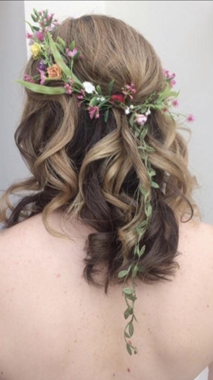 - Make Me Bridal Artist: Elizabeth Dayment.