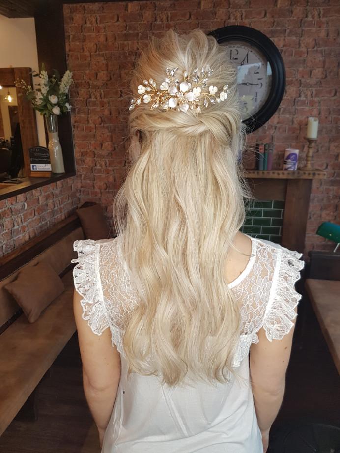 Tousled half up half down bridal hair - Make Me Bridal Artist: Victorianightingalehair. #weddinghair #bridalhair #bridalhairstylist #bohohair #bohowaves