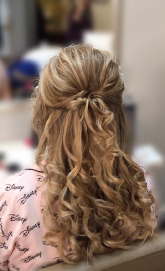 Hair by our Diamond or Sparkle Team - Make Me Bridal Artist: CJ Beauty & Co. #classic #boho #curls #loosecurls #halfuphair #halfuphalfdown #naturalbridal