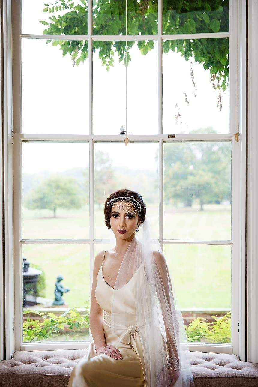 Just perfect for elegant and vintage Brides  Sleek waves updo - Make Me Bridal Artist: Bridal hair by Jennie . Photography by: Studio Rochford . #vintage