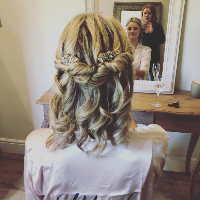 Natural twisted hair - Make Me Bridal Artist: Jules Makeup Artistry and Hair Design . Photography by: Julie Podbery. #boho #weddingmorning #gettingready