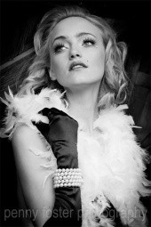 Marilyn Monroe Inspired Hollywood Glamour - Make Me Bridal Artist: Jules Makeup Artistry and Hair Design . Photography by: Penny Foster Photography. #vintage #glamorous #blonde #redlip