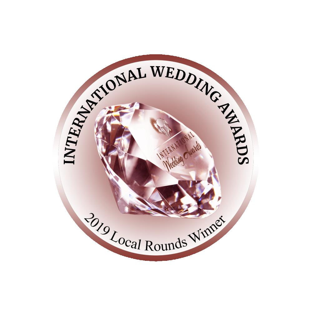 International Wedding Awards Local Rounds Winner 2019 - Make Me Bridal Artist: Leanne Perilly Make-up Artist. #awardwinning #awardwinningmakeupartist